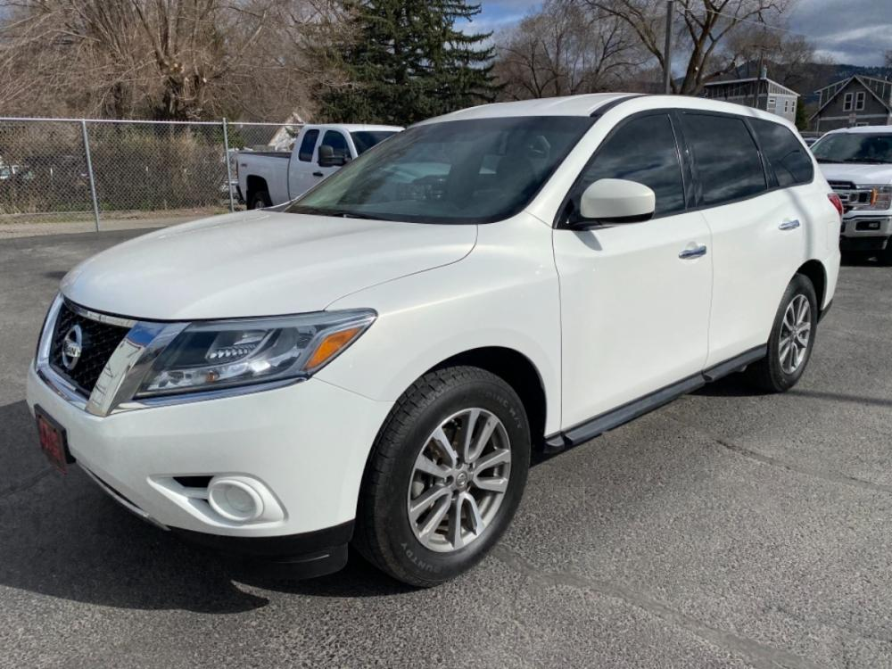 2014 White Nissan Pathfinder (5N1AR2MM0EC) with an 3.5L engine, Automatic transmission, located at 100 S Russell St., Missoula, MT, 59801, (406) 721-7467, 46.870090, -114.018066 - Photo #0